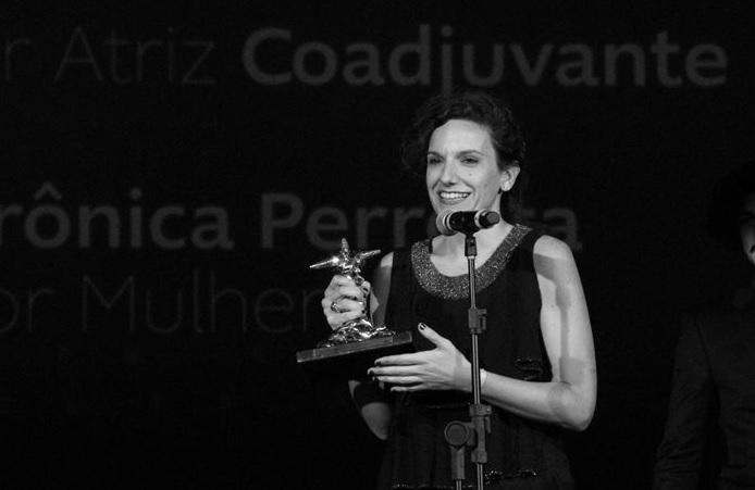 Verónica Perrotta recibe Premio a Mejor Actriz de Reparto en el festival de Rio.